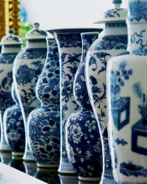 Blue and white ginger jars in Aerin Lauder's Hamptons House | Rhyme & Reason