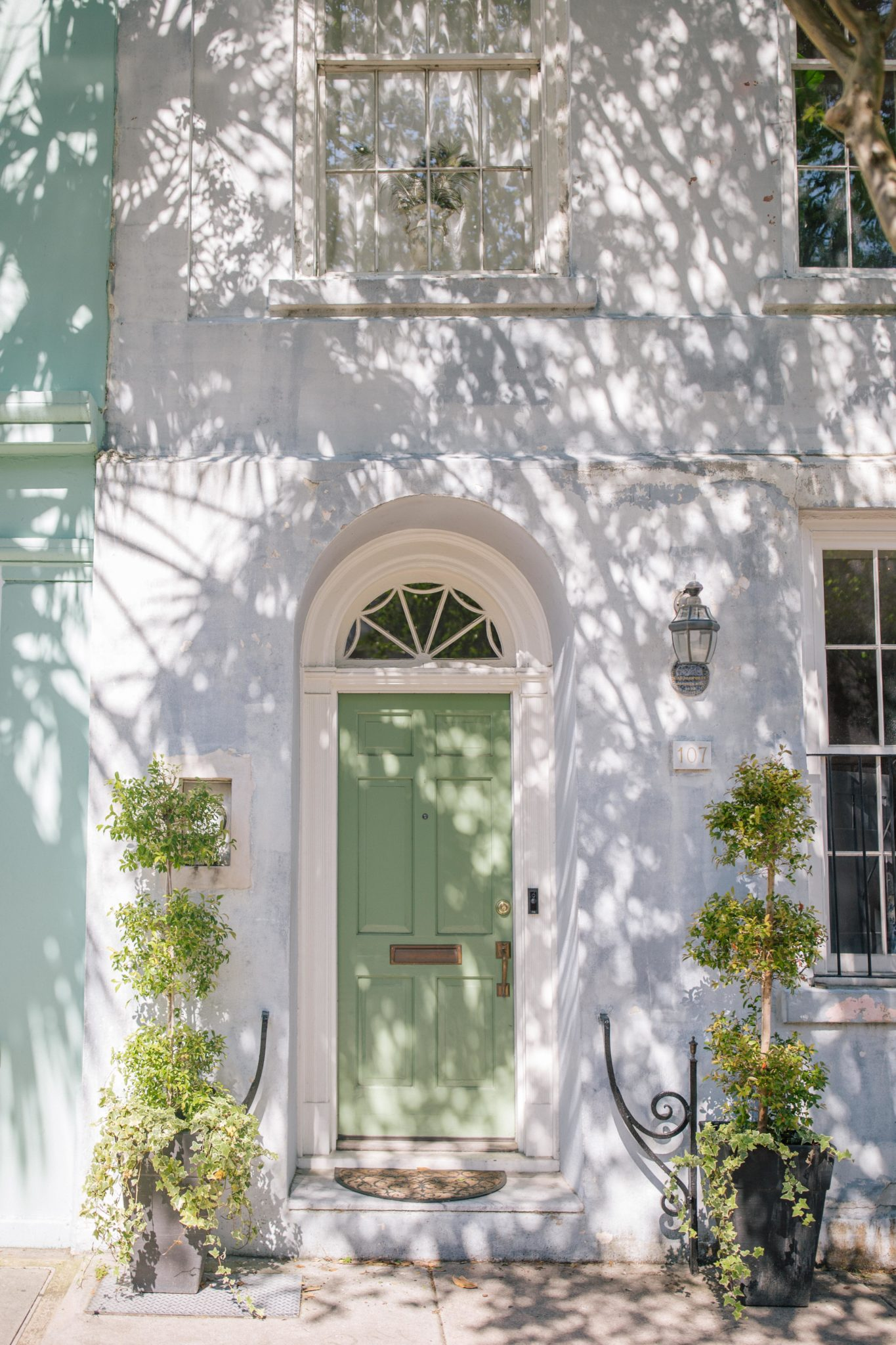 Doors of Charleston + Weekend Reads, No. 127 | Rhyme & Reason