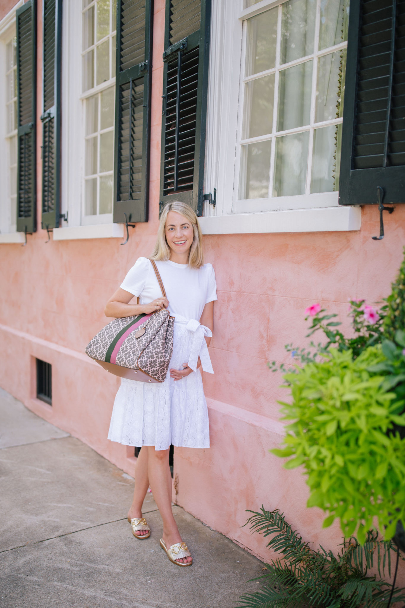 Jillian Eversole Styles End of Summer White in Charleston + Weekend Reads, No. 143 | Rhyme & Reason
