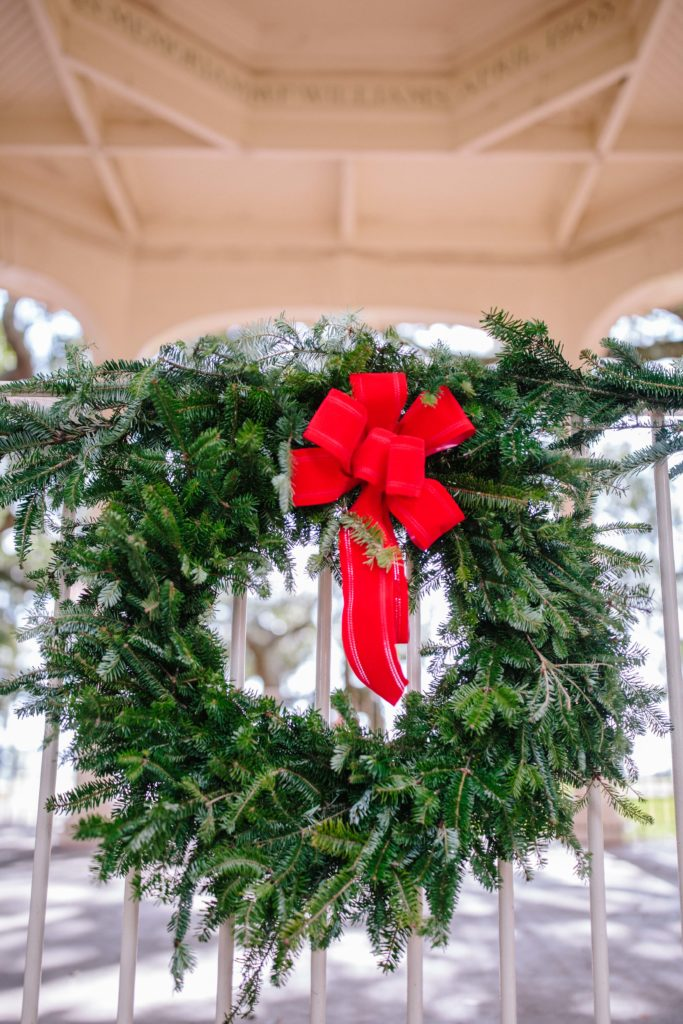 Christmas Wreath in White Point Gardens in Charleston | Rhyme & Reason