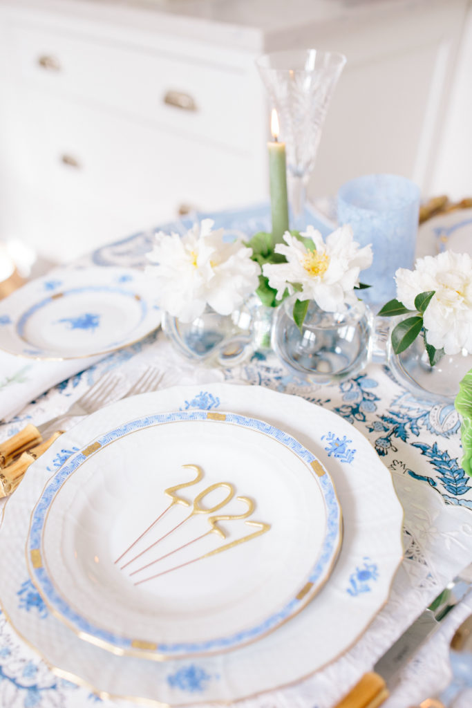 How to set a blue and white table | Rhyme & Reason