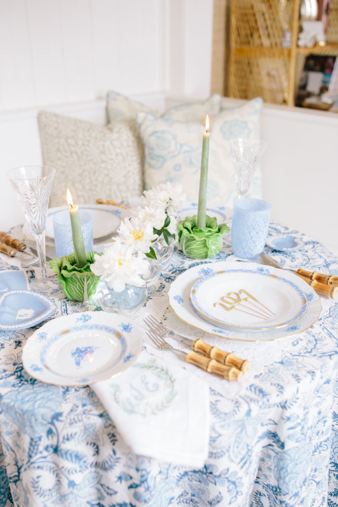 Green, blue, and white table setting ideas | Rhyme & Reason