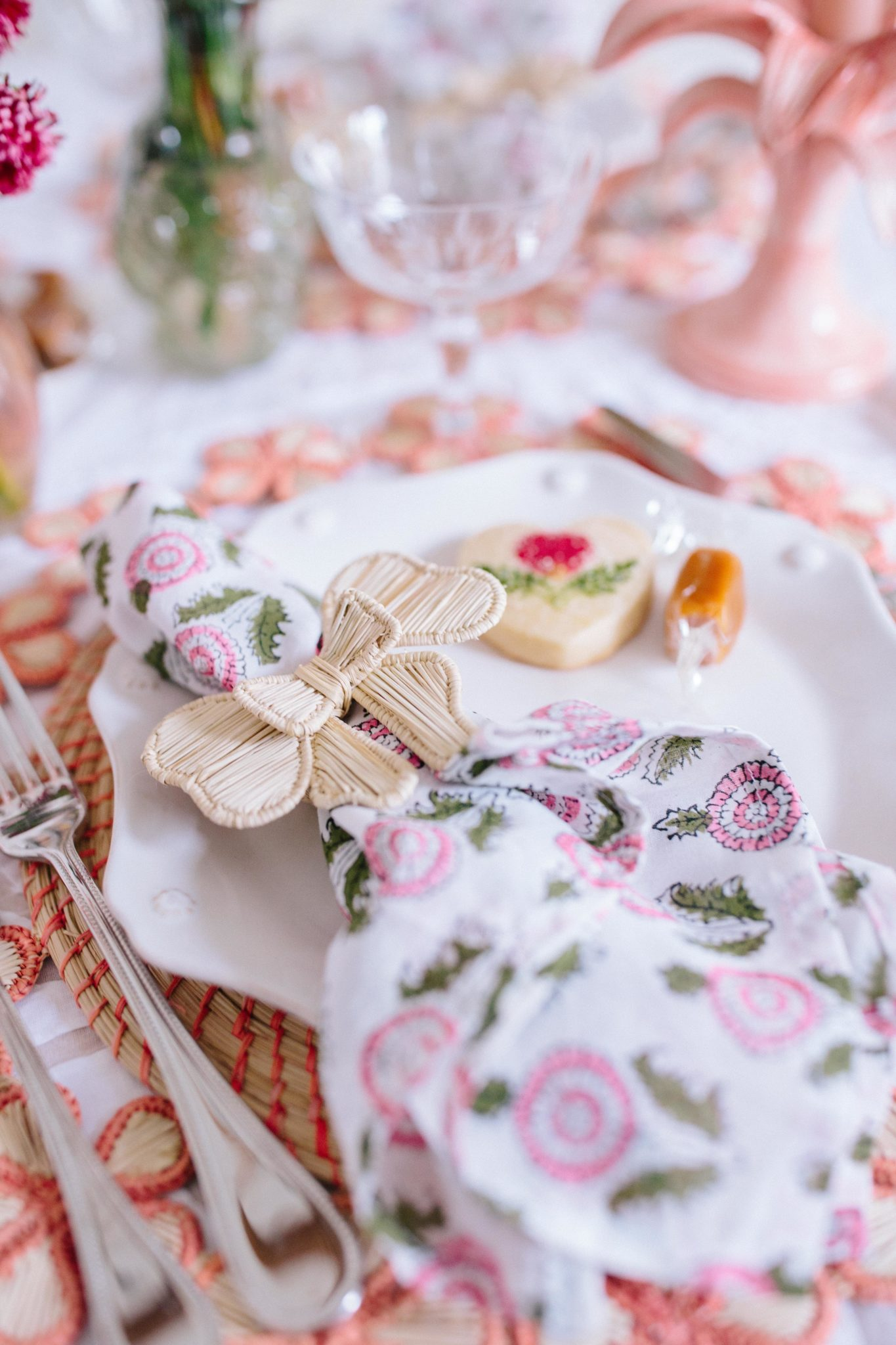 Fresh Ways To Dress Up Your Spring Tablescapes | Rhyme & Reason